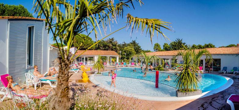 Réservez votre place au camping Les Varennes pour visiter l'île de Ré grâce !